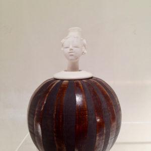 femme grenier h18cm grès et porcelaine