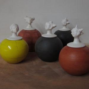 le clan des femmes h18cm terrecuite, grès, porcelaine